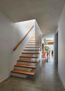 Một cầu thang đặt điển hình