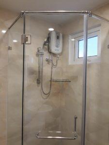 lắp kính phòng tắm trong nhà vệ sinh