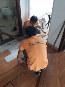 Tháo dỡ sàn gỗ cũ